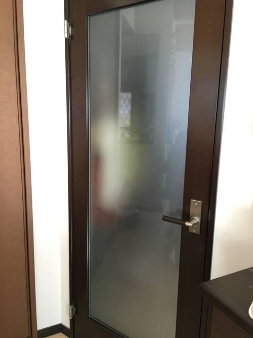 扉が閉まらない理由はネジかも1