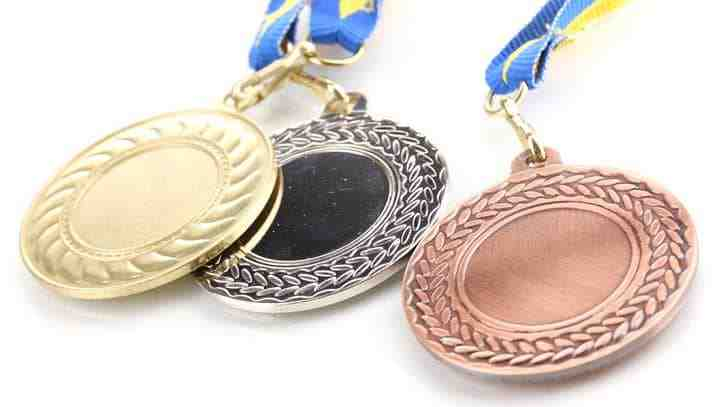 1つのオリンピックで金銀銅メダルを獲った日本人は?